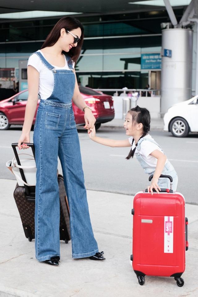 Cô sống tại thành phố Hồ Chí Minh cùng con gái Chiko và thường xuyên đi du lịch để thoả mãn niềm đam mê của mình kể từ khi trở thành Hoa hậu Du lịch đầu tiên và duy nhất của Việt Nam đến thời điểm này.