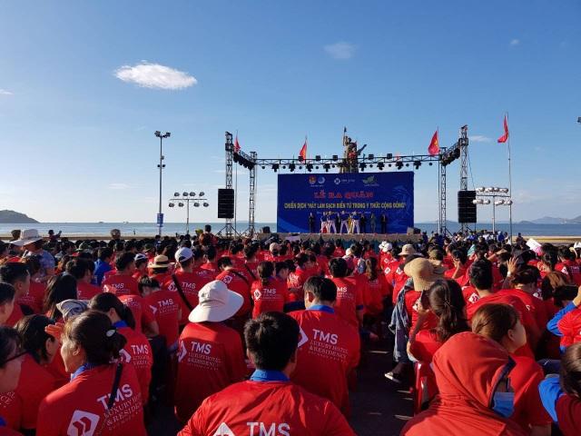 """Sôi động chiến dịch """"Hãy làm sạch biển từ trong ý thức cộng đồng"""" lớn nhất Quy Nhơn 2018 - 1"""