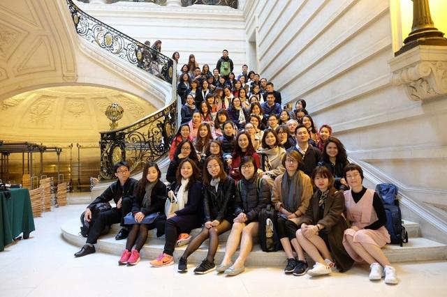 Các học viên Thạc sỹ chuyên ngành Marketing & Sales trong chuyến học tập thực tế tại IAE Paris Sorbonne (Pháp)