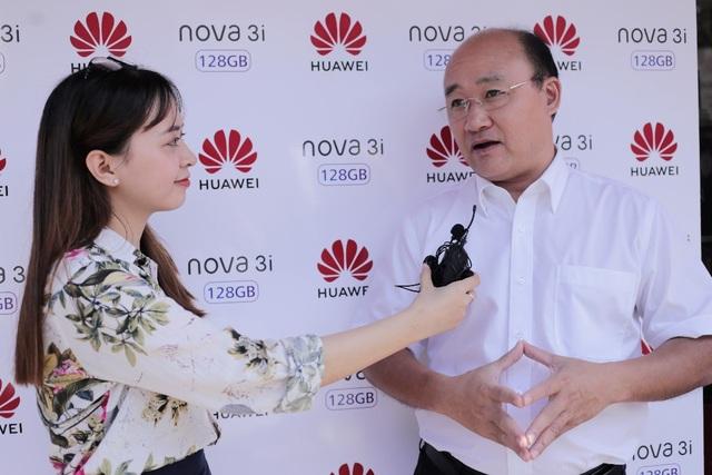Ông Nguyễn Việt Hoàng chia sẻ Huawei đặt mục tiêu đến năm 2020 trở thành thương hiệu smartphone đứng thứ 2 tại Việt Nam.