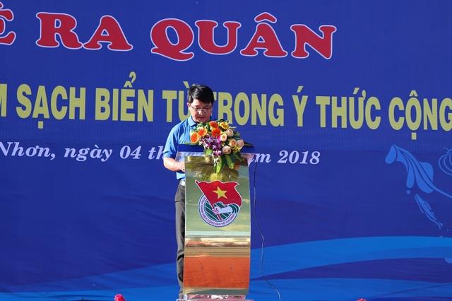 Ông Lương Đình Tiên, Phó Bí thư Hội LHTN Việt Nam tỉnh Bình Định phát biểu khai mạc lễ ra quân
