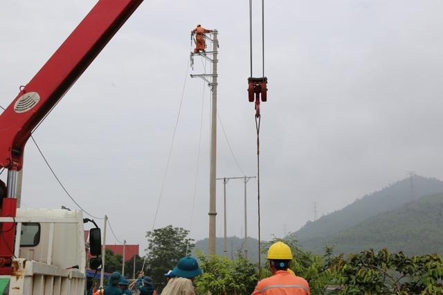 Công ty Điện lực Phú Thọ đã huy động tối đa nhân lực để khắc phục hậu quả mưa bão