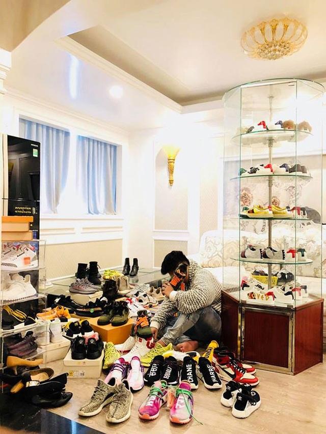 Tổng giá trị tủ giày lên tới 2 tỷ đồng