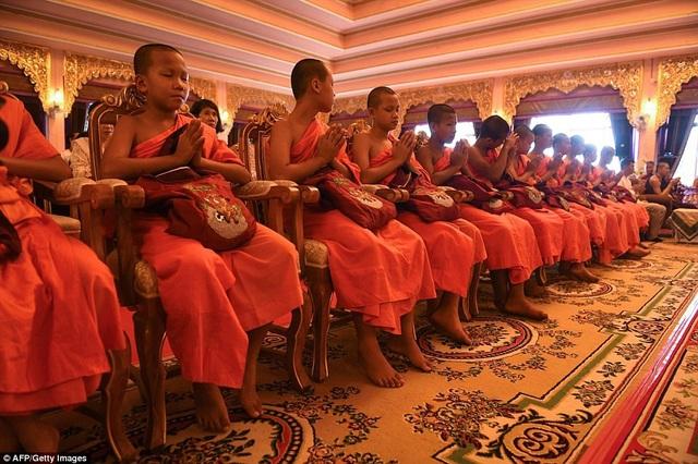 11 cầu thủ nhí bắt đầu đi tu trong chùa từ ngày 25/7. Chỉ có một thành viên duy nhất trong đội bóng không vào chùa là Adul Sam-on do không theo đạo Phật. (Ảnh: AFP)