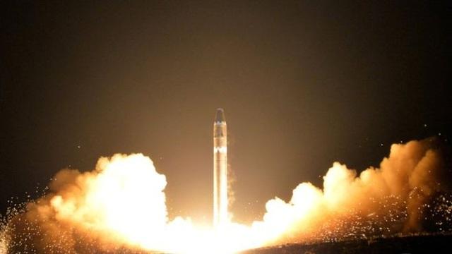 Một vụ thử tên lửa tầm xa của Triều Tiên năm 2017. (Ảnh: KCNA)