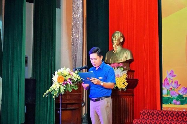 Ông Lê Văn Lương - Phó Bí thư Tỉnh đoàn Nghệ An, Chủ tịch Hội đồng Đội tỉnh phát biểu tại buổi lễ.