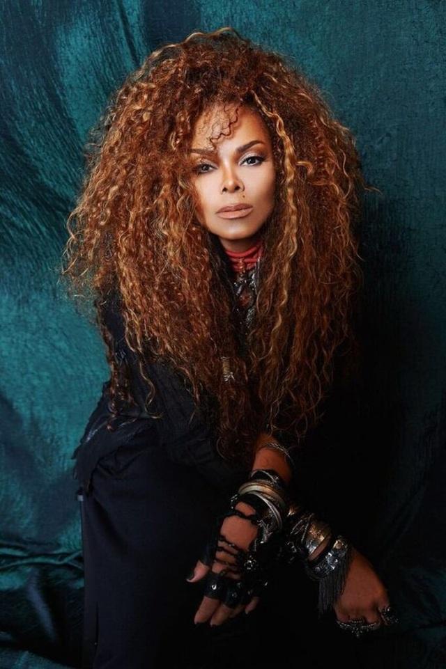 Nữ ca sĩ Janet Jackson sinh con trai đầu lòng khi đã ở tuổi 50. Câu chuyện làm mẹ của Janet cũng luôn thu hút sự quan tâm của các trang tin giải trí.