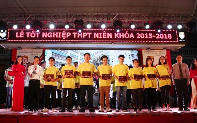 Lễ trao bằng tốt nghiệp trang nghiêm của thầy trò trường Nguyễn Bỉnh Khiêm - 9