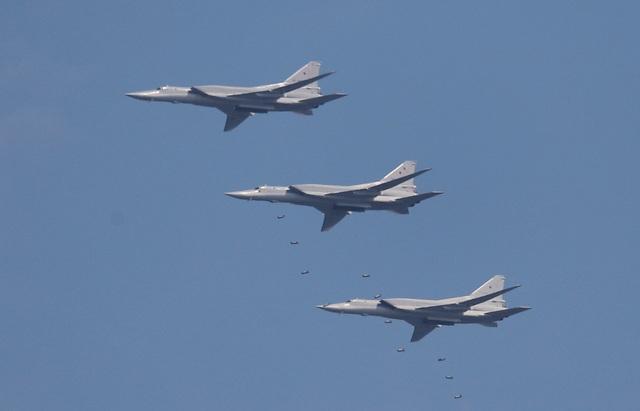 Các máy ném bom chiến lược Tupolev Tu-22 M3 thả bom khi tham gia Aviadarts 2018.