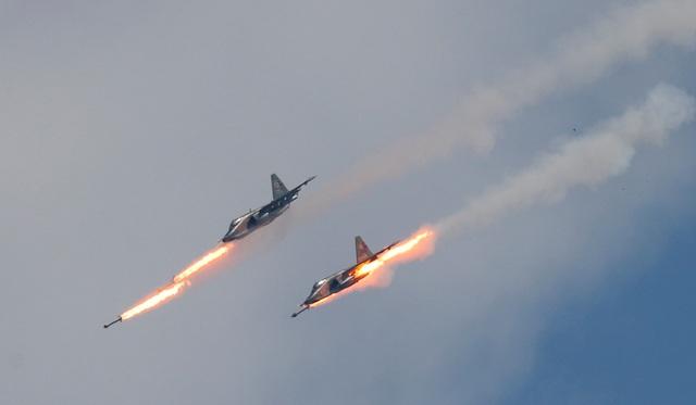 Các máy bay chiến đấu và trực thăng quân sự của Nga đã phô diễn sức mạnh trong cuộc thi dành cho máy bay quân sự quốc tế có tên Aviadarts. Đây là một nội dung thi trong Giải đấu quân sự quốc tế (IAG) 2018 được tổ chức tại Nga. Trong ảnh: Máy bay chiến đấu Sukhoi Su-25 phóng tên lửa tại giải đấu Aviadarts.