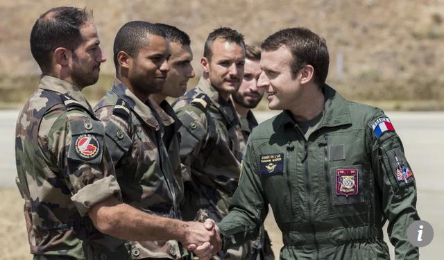 Tổng thống Pháp Macron (phải) ủng hộ quan điểm Ấn Độ - Thái Bình Dương mở và tự do. (Ảnh: EPA)