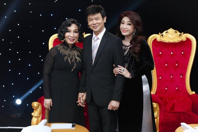 Thoại Mỹ cùng NSND Bạch Tuyết và danh ca Thái Châu trên ghế giám khảo chương trình Sao nối ngôi.
