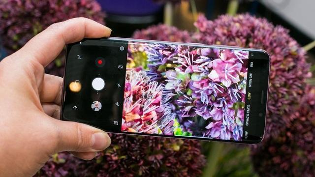 Những chiếc smartphone cao cấp đang phải gánh các khoản chi phí lớn từ hoạt động R&D, linh kiện đắt đỏ hơn.