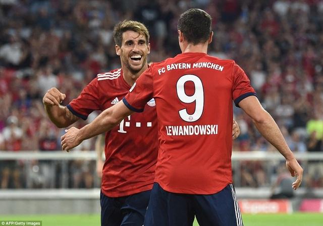Martinez (trái) ghi bàn thắng duy nhất của trận đấu