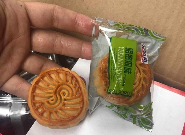 Bánh trung thu Trung Quốc có kích cỡ nhỏ nhắn, vừa miệng ăn. (Ảnh: Hồng Vân)