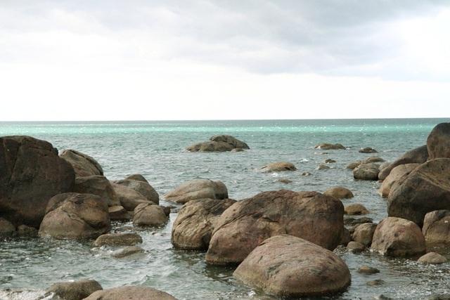 Hiện tượng này tạo cho bãi biển Lộc Bình một khung cảnh đẹp lạ lẫm