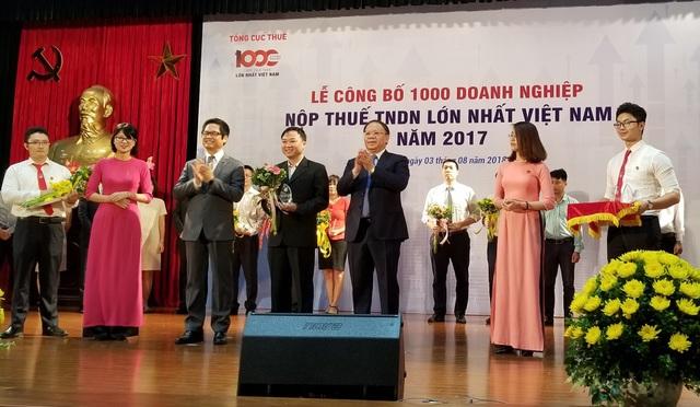 Công ty FrieslandCampina VN thuộc Top 100 doanh nghiệp đóng góp nhiều nhất cho ngân sách Nhà nước 2016-2017 và vinh dự nhận được bằng khen của Tổng cục thuế.
