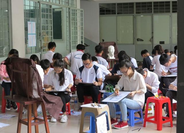 Thí sinh thi năng khiếu vào Trường ĐH Kiến trúc TPHCM