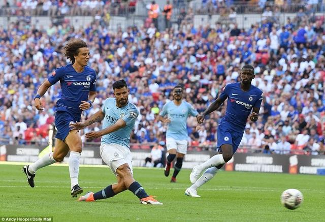 Aguero trừng phạt sai lầm của hàng thủ Chelsea với bàn thắng nhân đôi cách biệt ở phút 58