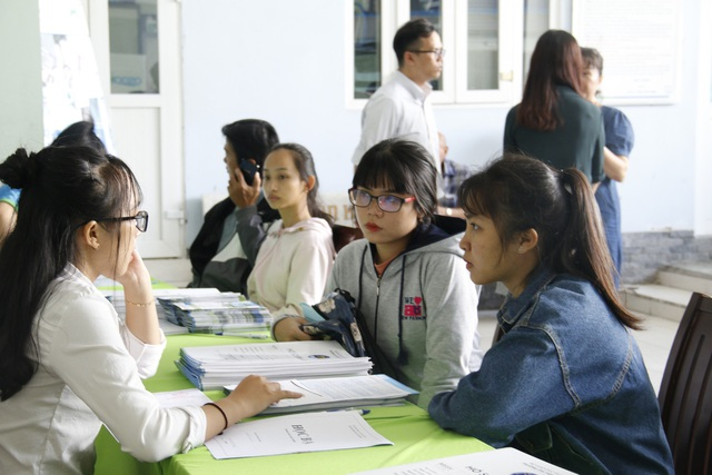 Thí sinh tham gia xét tuyển vào Trường ĐH Văn hiến