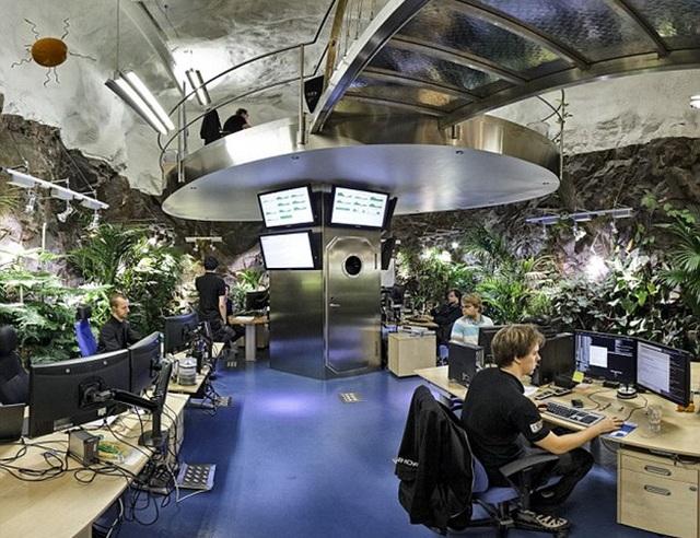 """""""Chui"""" xuống lòng đất ngắm văn phòng làm việc có một không hai ở Thụy Điển - 12"""
