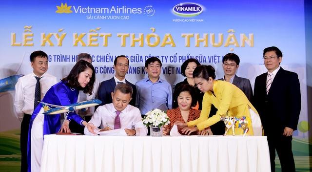 Vietnam Airlines và Vinamilk ký thoả thuận hợp tác chiến lược