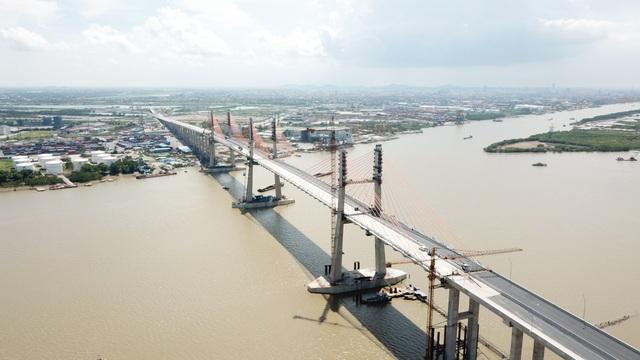 """Cầu được bố trí 3 trụ tháp, thiết kế là 3 chữ """"H"""" mang ý nghĩa lớn, thể hiện sự kết nối chặt chẽ giữa 3 trung tâm kinh tế phía Bắc là Hà Nội – Hải Phòng – Hạ Long."""