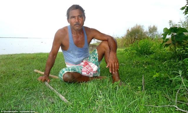 Hiện ông Jadav đã ở tuổi gần 60, mỗi ngày ông thức dậy từ sáng sớm để cặm cụi thực hiện tình yêu đối với việc trồng cây gây rừng.
