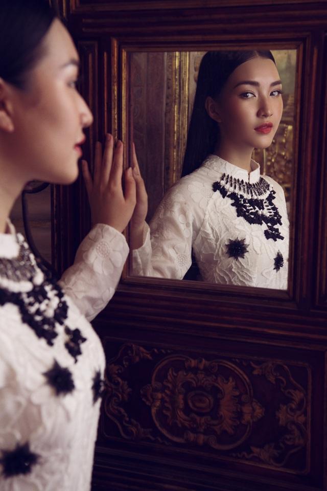 Người đẹp cho biết, áo dài là trang phục mà cô yêu thích nhất bởi nó mang đến cho cô sự tự tin, thoải mái.
