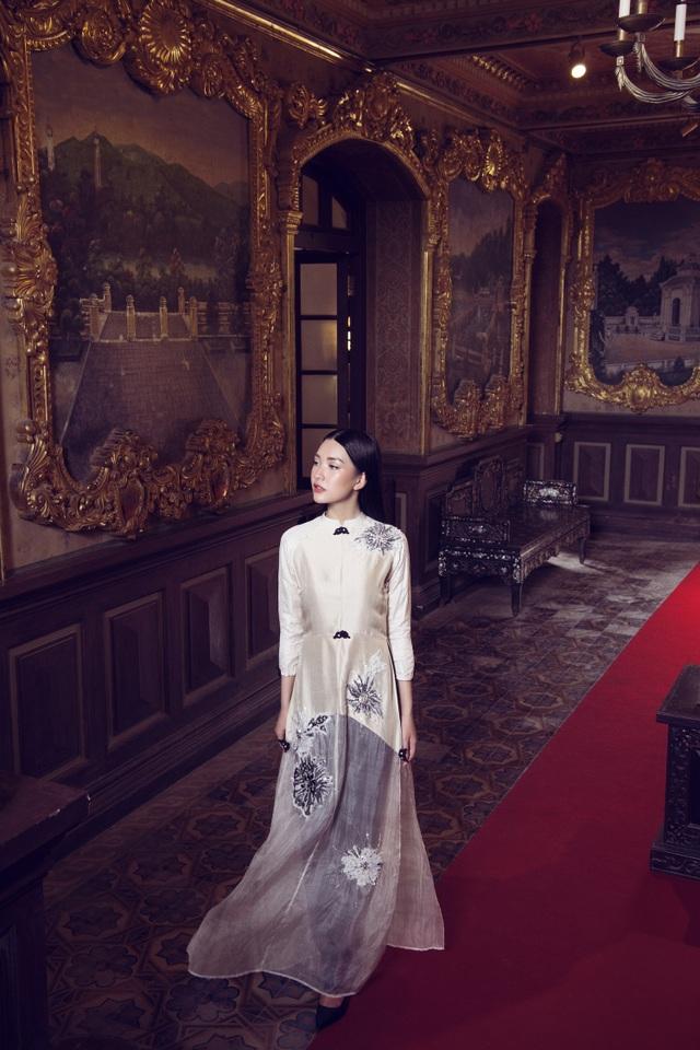 Ngọc Trân khẳng định việc khoác lên mình chiếc áo dài không chỉ là niềm vui mà đó còn là niềm tự hào khi mình là người con gái Việt. Đó cũng là cách cô góp phần giữ gìn vẻ đẹp truyền thống của dân tộc.