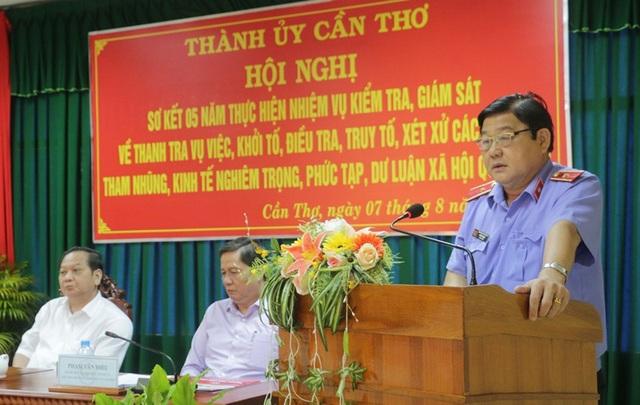 Ông Huỳnh Văn Ri, Viện trưởng VKSND TP Cần Thơ phát biểu tại hội nghị