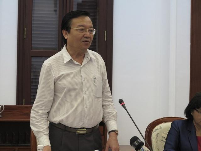 Giám đốc Sở GD-ĐT TPHCM Lê Hồng Sơn chia sẻ với Đoàn công tác Trung ương