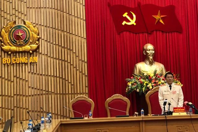 Thiếu tướng Lương Tương Tam Quang chủ trì buổi họp báo.