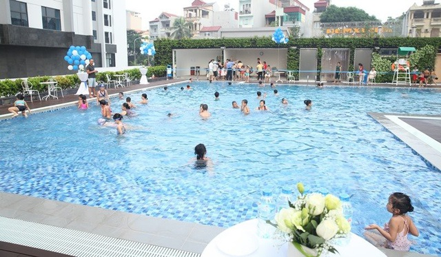 Bể bơi ngoài trời khu Ruby khai trương tháng 7/2017