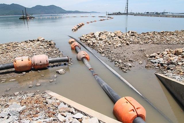 Người dân lo ngại việc xử lý nước bùn để thải ra môi trường biển sẽ gây ô nhiễm