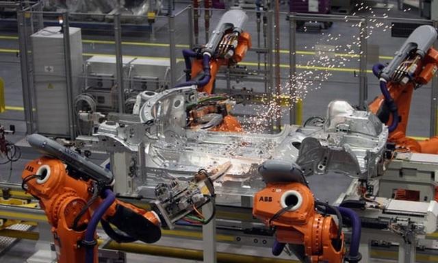 Robot trên dây chuyền sản xuất. (Nguồn: PA)