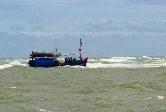 Kịp thời cứu 2 ngư dân bị nạn trên biển (ảnh minh họa).