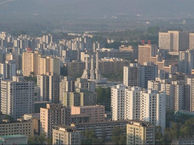Đường chân trời với nhiều tòa cao ốc mọc san sát nhau tại thủ đô của quốc gia này.