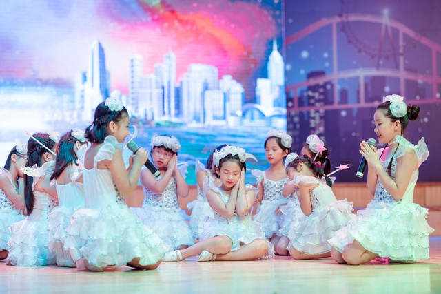 """Hơn 60 bạn nhỏ tỏa sáng trong đại nhạc hội Anh ngữ """"Talent show"""" - 3"""