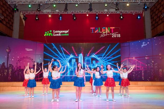 """Hơn 60 bạn nhỏ tỏa sáng trong đại nhạc hội Anh ngữ """"Talent show"""" - 5"""