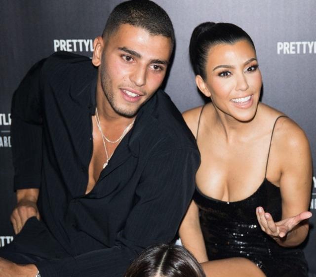 Younes Bendjima gần đây rất ghen tuông khi thấy Kourtney Kardashian liên tục chia sẻ ảnh nóng trên trang cá nhân
