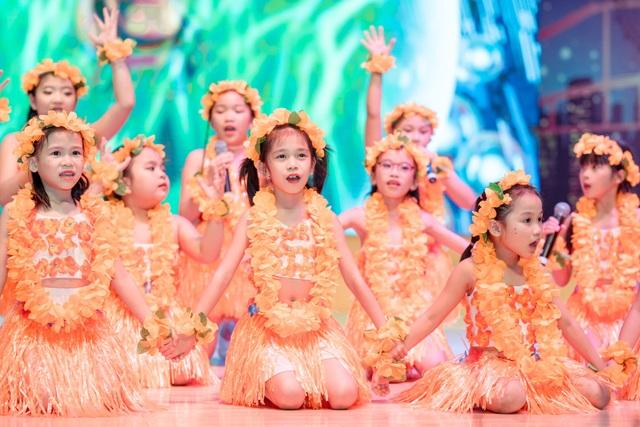 """Hơn 60 bạn nhỏ tỏa sáng trong đại nhạc hội Anh ngữ """"Talent show"""" - 8"""