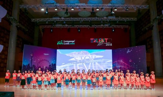 """Hơn 60 bạn nhỏ tỏa sáng trong đại nhạc hội Anh ngữ """"Talent show"""" - 9"""