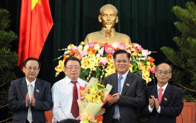 Tại kỳ họp HĐND tỉnh Phú Yên miễn nhiệm chức vụ Chủ tịch UBND tỉnh đối với ông Hoàng Văn Trà.