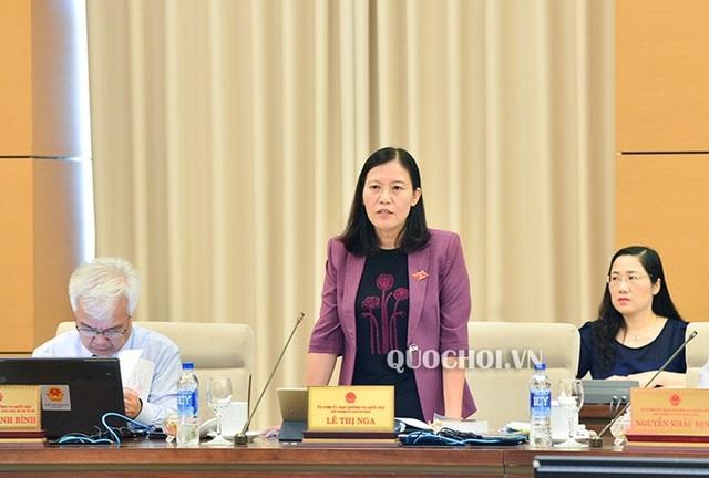 Chủ nhiệm UB Tư pháp Lê Thị Nga báo cáo làm rõ thêm về vấn đề điều kiện đặc xá