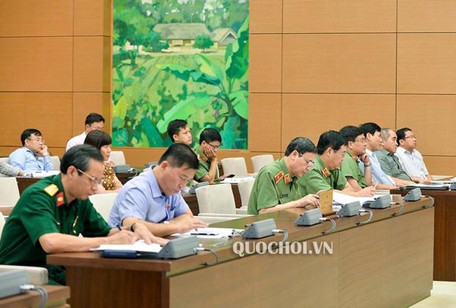 Lãnh đạo ngành Công an tham dự phiên thảo luận về dự án luật