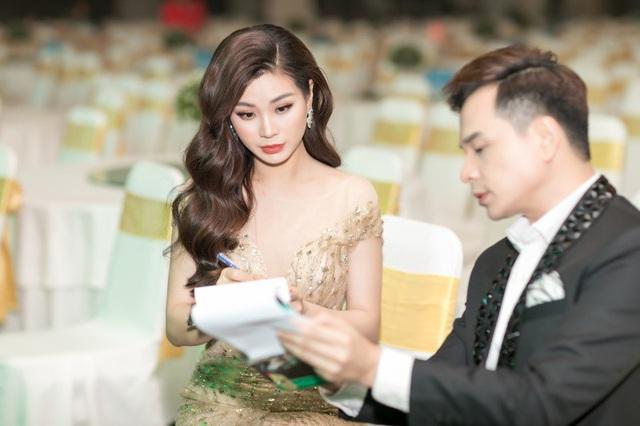 Á hậu Hoa hậu Việt Nam 2014 Diễm Trang đảm nhận vai trò MC cùng với Danh Tùng.