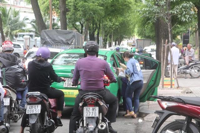 """TPHCM: Bến taxi """"ế khách"""" trong ngày đầu khai trương - 6"""
