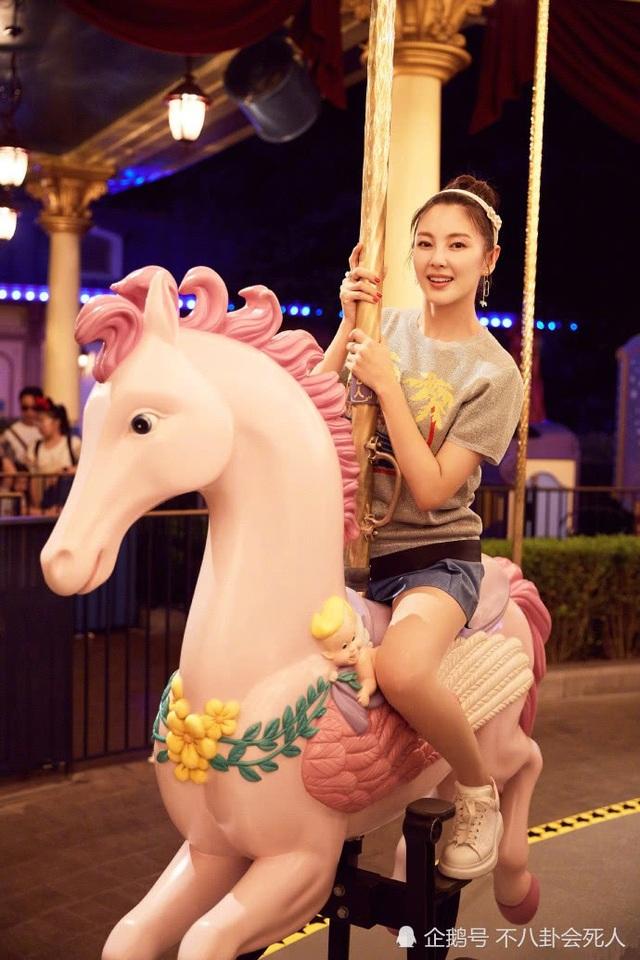 Trương Vũ Kỳ quen biết người chồng thứ hai, doanh nhân Viên Ba Nguyên vào năm 2016. Hai người quyết định đi đến đám cưới chỉ sau 70 ngày hò hẹn, tìm hiểu. Năm 2017, cặp đôi làm đám cưới và đón con đầu lòng không lâu sau đó.