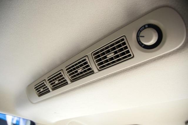 Mitsubishi Xpander trang bị hệ thống điều hòa với hai dàn lạnh và cửa gió cho hàng ghế sau.